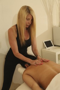 Bellevue Massage Therapist Alexis Kurtzman LMP giving a massage.