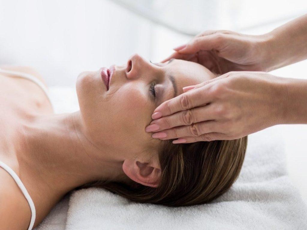 Masseur Massaging Woman E1610765582506